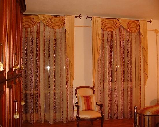 Tenda da interni modello Alessia composta da Drappeggio con calate in tafeta e tenda sotto in ...